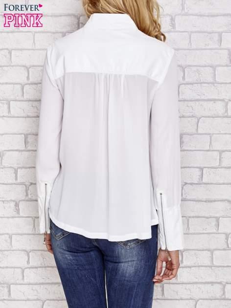 Biała koszula ze skórzanymi pikowanymi wstawkami                                  zdj.                                  4