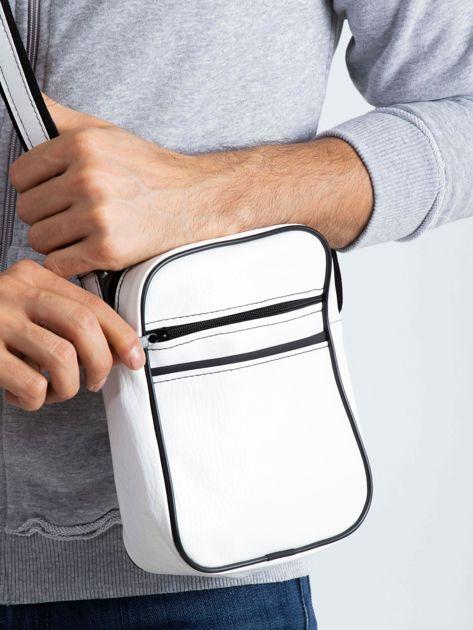 Biała męska torba listonoszka