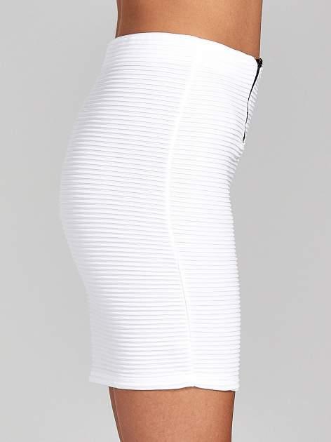 Biała prążkowana mini spódnica tuba z suwakami                                  zdj.                                  6