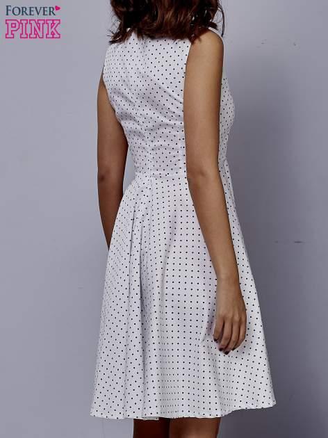 Biała rozkloszowana sukienka w groszki                                  zdj.                                  4