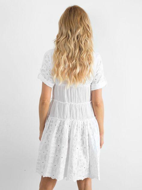 5a7f9ce094 Biała rozkloszowana sukienka z haftem - Sukienka rozkloszowana ...