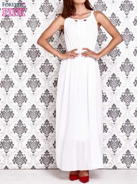 Biała sukienka maxi z wiązaniem przy dekolcie                                  zdj.                                  1