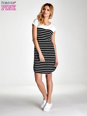Biała sukienka w czarne paski                                  zdj.                                  4