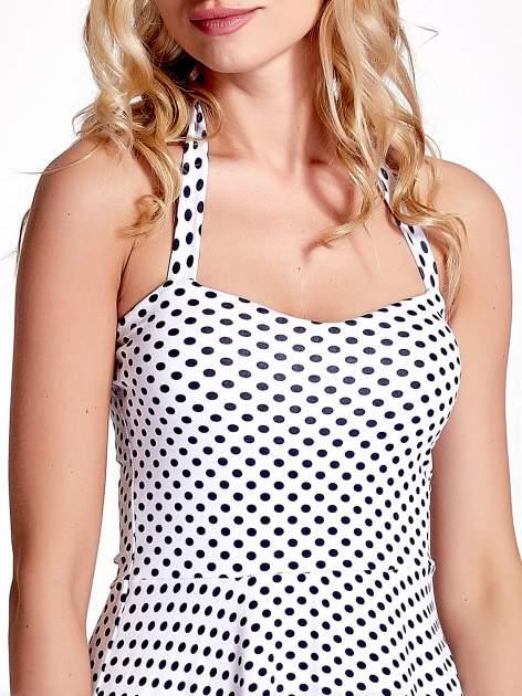 Biała sukienka w groszki z wiązaniem na szyi                                  zdj.                                  5