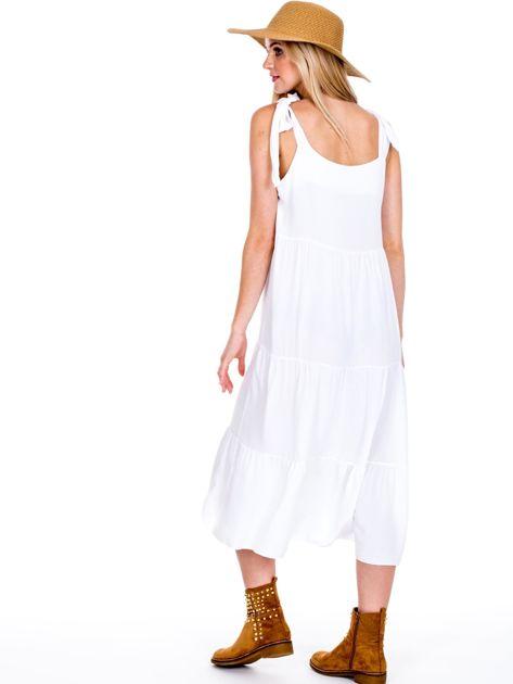 Biała sukienka wiązana na ramionach                              zdj.                              2