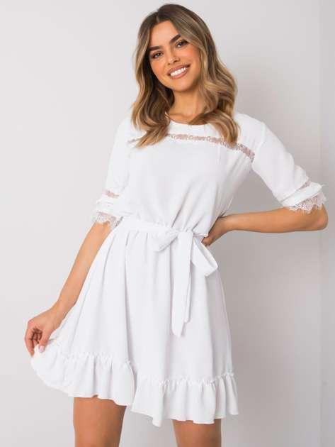 Biała sukienka z falbaną Raven