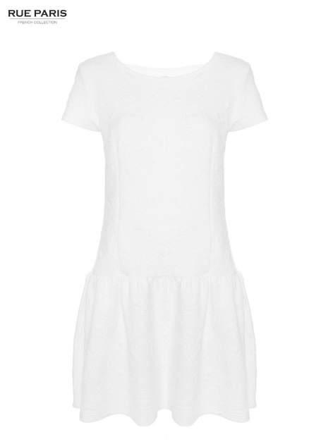 Biała sukienka z falbaną wytłaczana w geometryczny wzór                                  zdj.                                  9