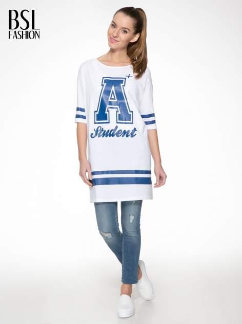 Biała sukienka z literą A w stylu baseball dress                                  zdj.                                  2