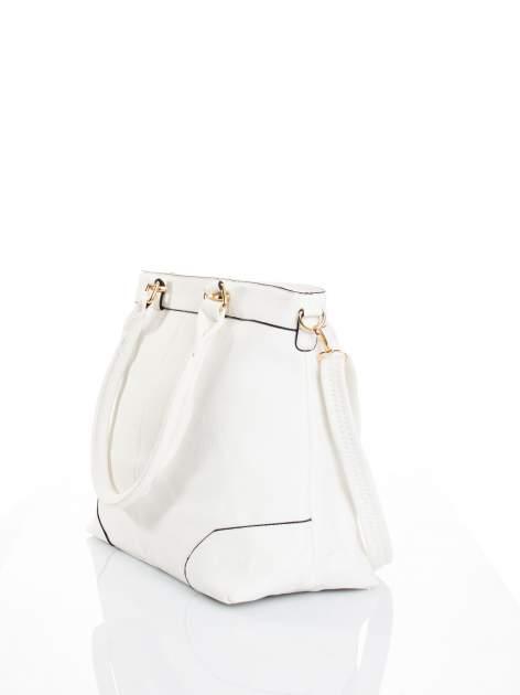 Biała torba na ramię ze złotymi okuciami                                  zdj.                                  5