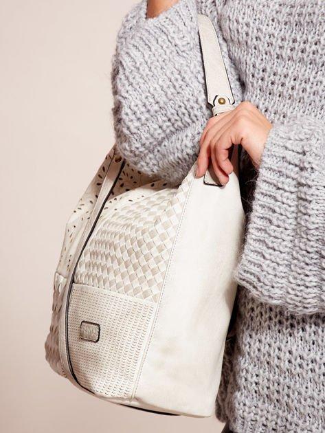 Biała torba z motywem plecionki                              zdj.                              3