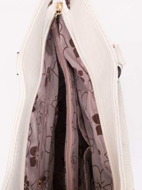 Biała torebka fakturowana w pasy                                   zdj.                                  5