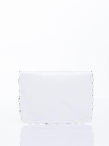 Biała torebka listonoszka z falowanym wykończeniem                                  zdj.                                  4