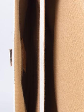 Biała torebka listonoszka z falowanym wykończeniem                                  zdj.                                  6