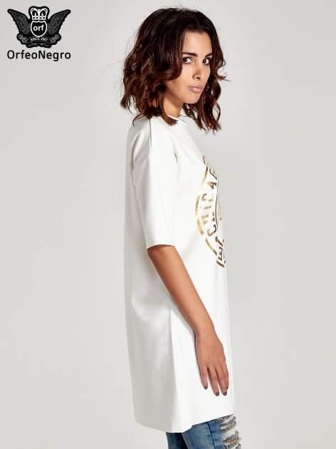Biała tunika ze złotym printem w stylu sportowym                              zdj.                              3