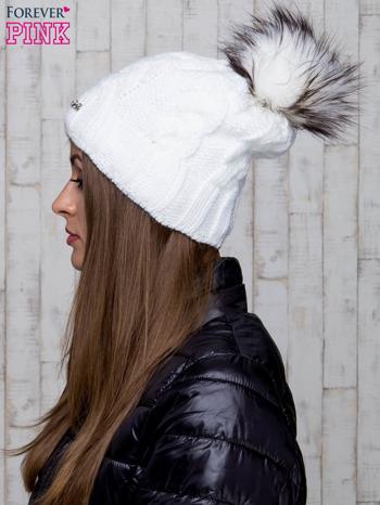 Biała wełniana czapka z pomponem                                  zdj.                                  2