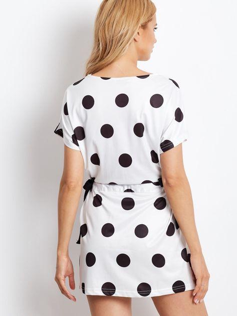 Biała wiązana sukienka w grochy                              zdj.                              3