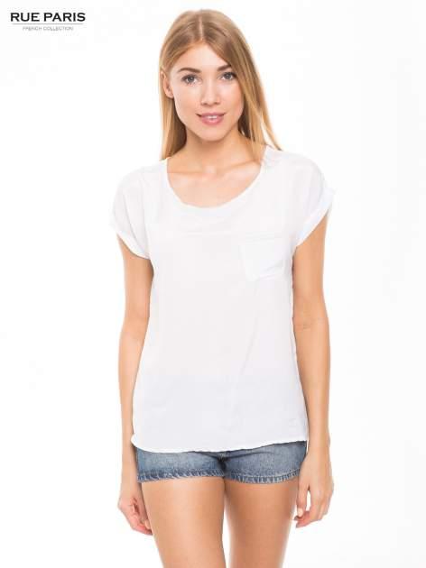 Biała zwiewna koszula z kieszonką obszytą perłami