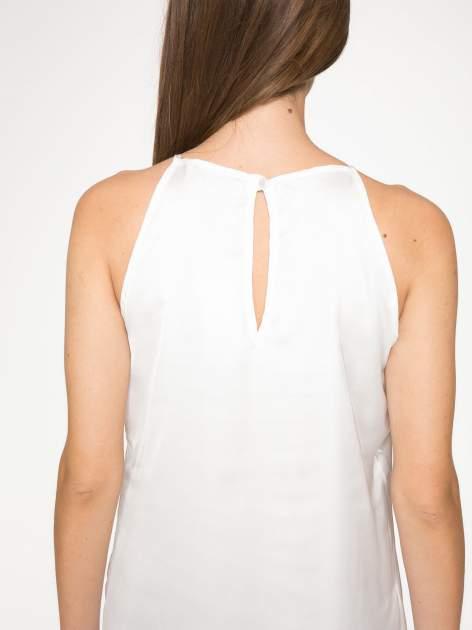 Biała zwiewna sukienka z nadrukiem kwiatowym                                  zdj.                                  6