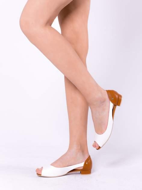 Białe baleriny peep toe z wycięciem po bokach                                  zdj.                                  2