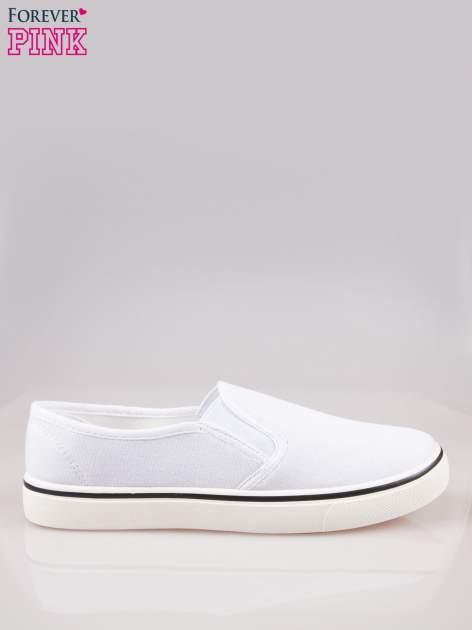 Białe buty slip on na białej podeszwie                                  zdj.                                  1