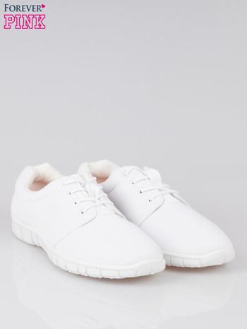 Białe buty sportowe textile Superior na podeszwie flex                                  zdj.                                  2