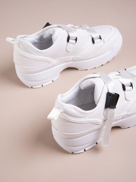 Białe buty sportowe z wiązaniem i zapięciem na klips                              zdj.                              4