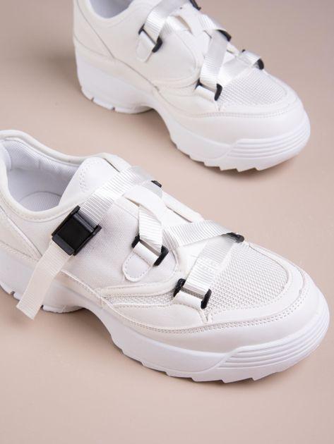 Białe buty sportowe z wiązaniem i zapięciem na klips                              zdj.                              5
