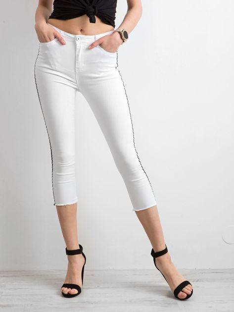 Białe jeansy skinny z lampasem                              zdj.                              3
