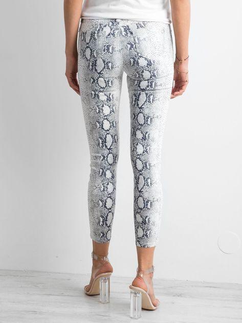 Białe jeansy skóra węża                              zdj.                              2