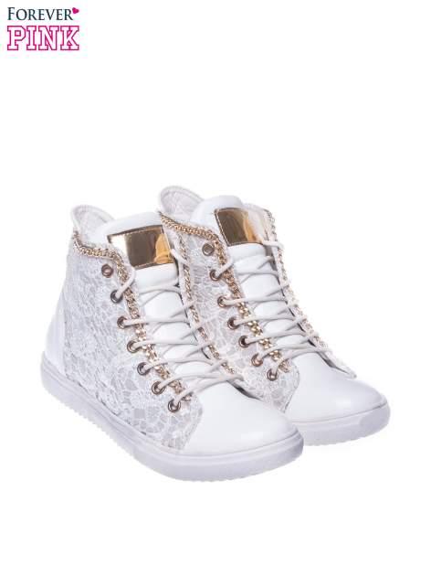 Białe koronkowe sneakersy z łańcuszkiem                                  zdj.                                  2