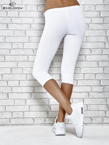 Białe legginsy sportowe termalne z dżetami na nogawkach                                  zdj.                                  3