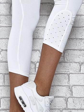 Białe legginsy sportowe z dżetami na dole nogawki                                  zdj.                                  6