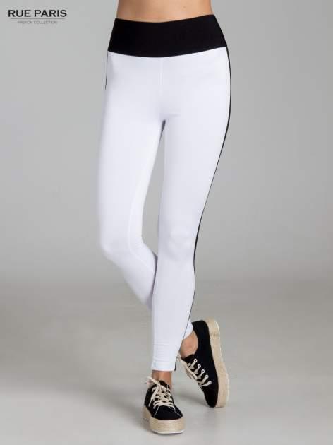 Białe legginsy ze skórzanymi lampasami po bokach