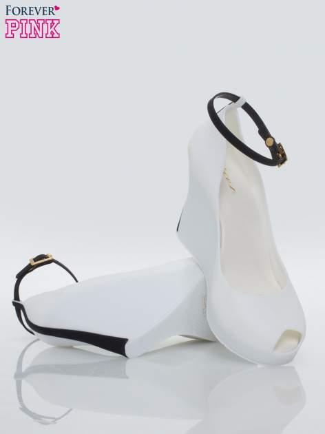 Białe meliski peep toe na koturnie z kontrastową wstawką                                  zdj.                                  4