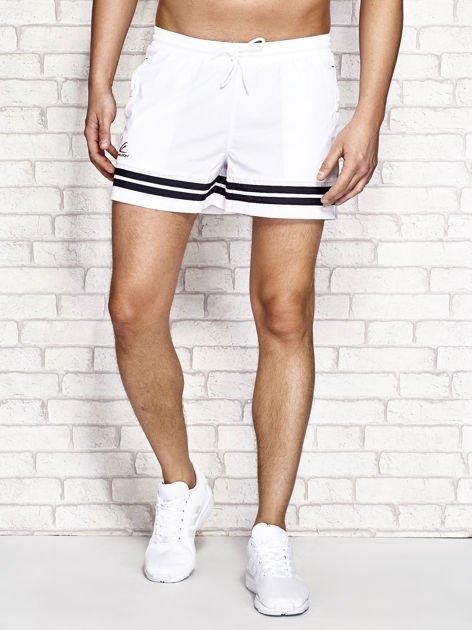 Białe męskie szorty kąpielowe w marynarskim stylu                              zdj.                              1