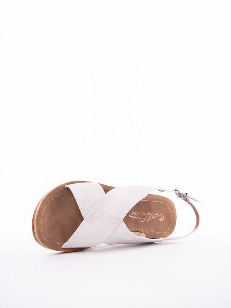 Białe sandały Mulanka z tłoczoną fakturą                               zdj.                              5