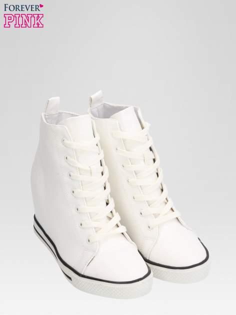 Białe skórzane sneakersy damskie                                  zdj.                                  6