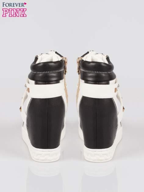 Białe sneakersy z dżetami i suwakiem                                  zdj.                                  3