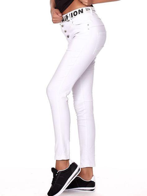 Białe spodnie jeansowe rurki z wyższym stanem                              zdj.                              3