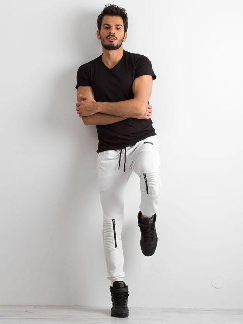 Białe spodnie męskie dresowe                              zdj.                              5
