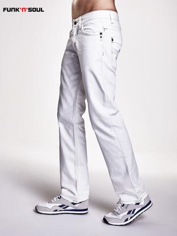 Białe spodnie męskie z napami na kieszeniach Funk n Soul                                  zdj.                                  3
