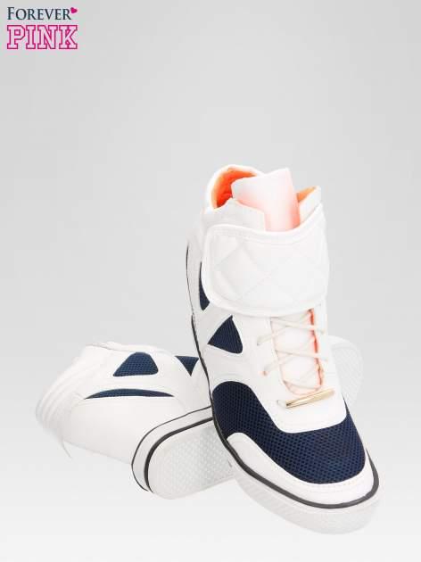 Białe sportowe sneakersy damskie z siateczką                                  zdj.                                  3