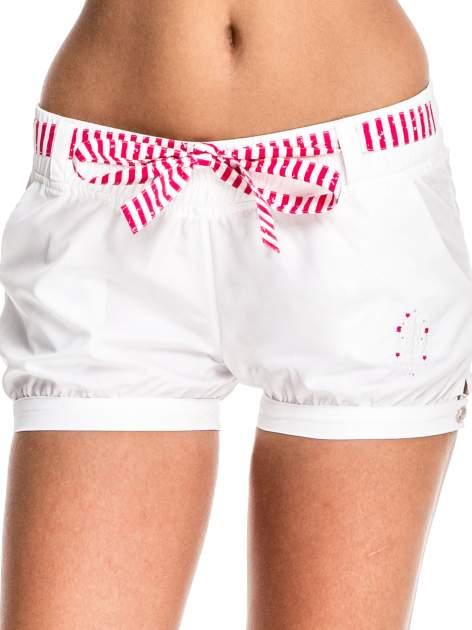 Białe szorty damskie w stylu marynarskim                                  zdj.                                  1