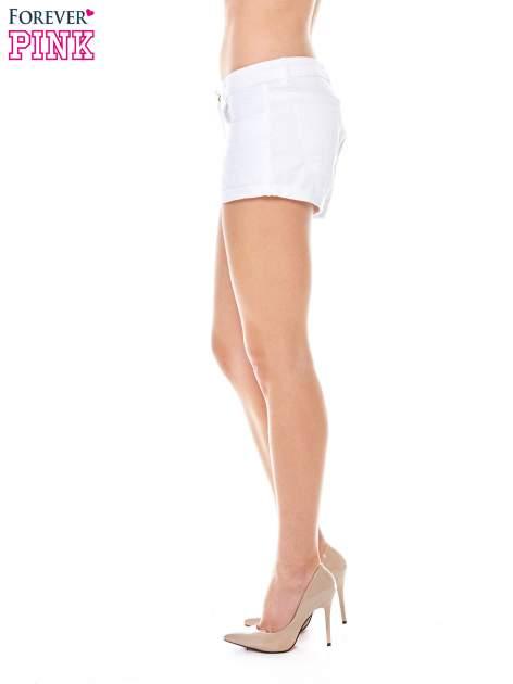 Białe szorty z kieszeniami                                  zdj.                                  3