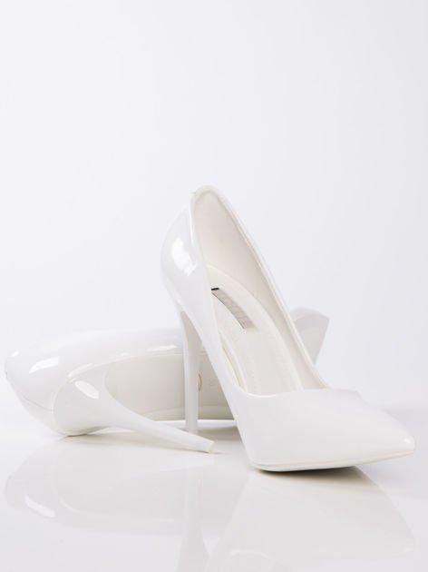 Białe szpilki w szpic na cienkim słupku                              zdj.                              4
