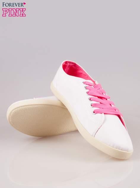 Białe tenisówki damskie z różowymi sznurówkami                                  zdj.                                  4