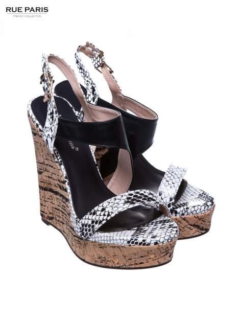 Białe wężowe sandały z paskami na korkowym koturnie                                  zdj.                                  2