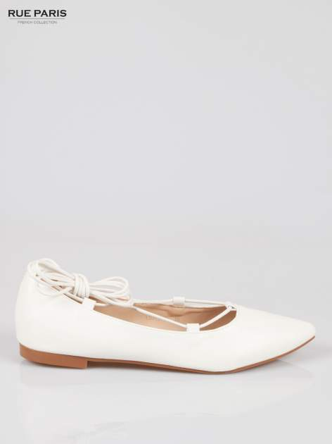 Białe wiązane baleriny lace up