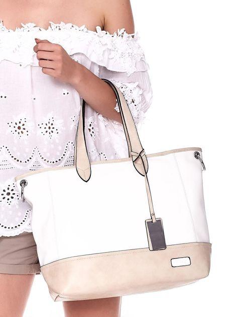 Biało-beżowa torba shopper z eko skóry z odpinanym paskiem                              zdj.                              2