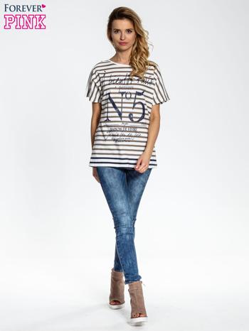 Biało-beżowy t-shirt w paski z napisem À BIENTÔT PARIS                                  zdj.                                  2